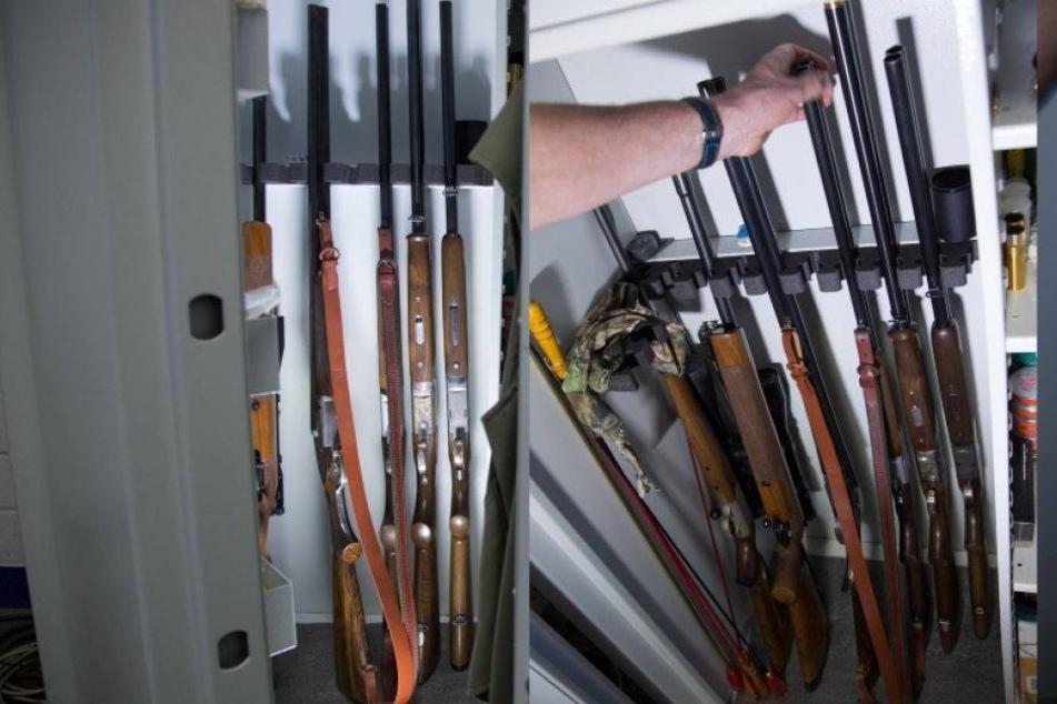 Stahlschrank mit Gewehren und Munition verschwunden
