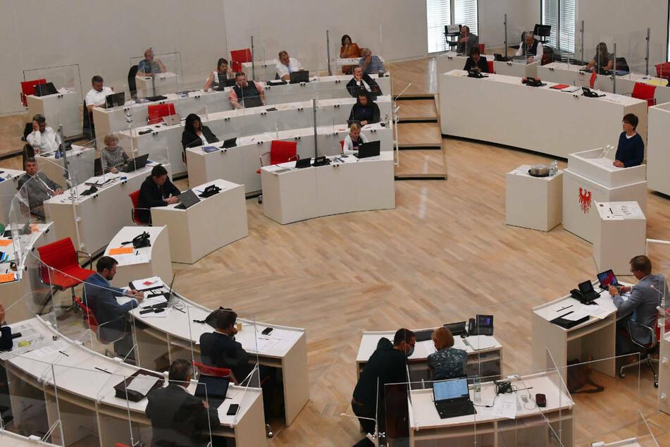 Zweite Corona-Ausschuss-Runde berät im Landtag über Wirtschaft in Brandenburg