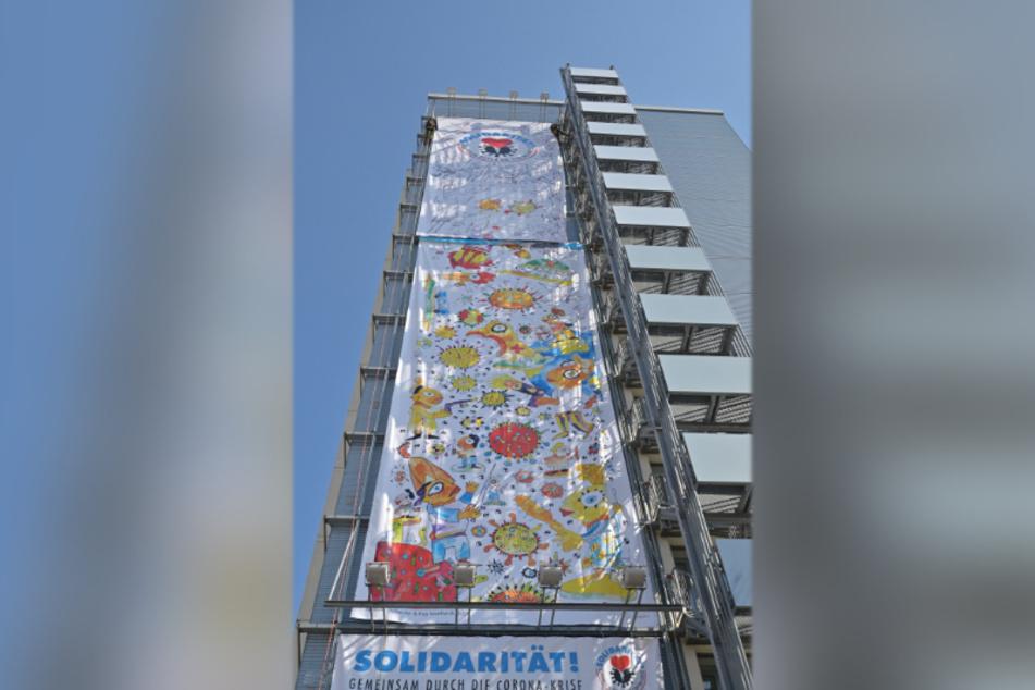 Das Riesenplakat hat eine Gesamtfläche von 200 Quadratmetern.