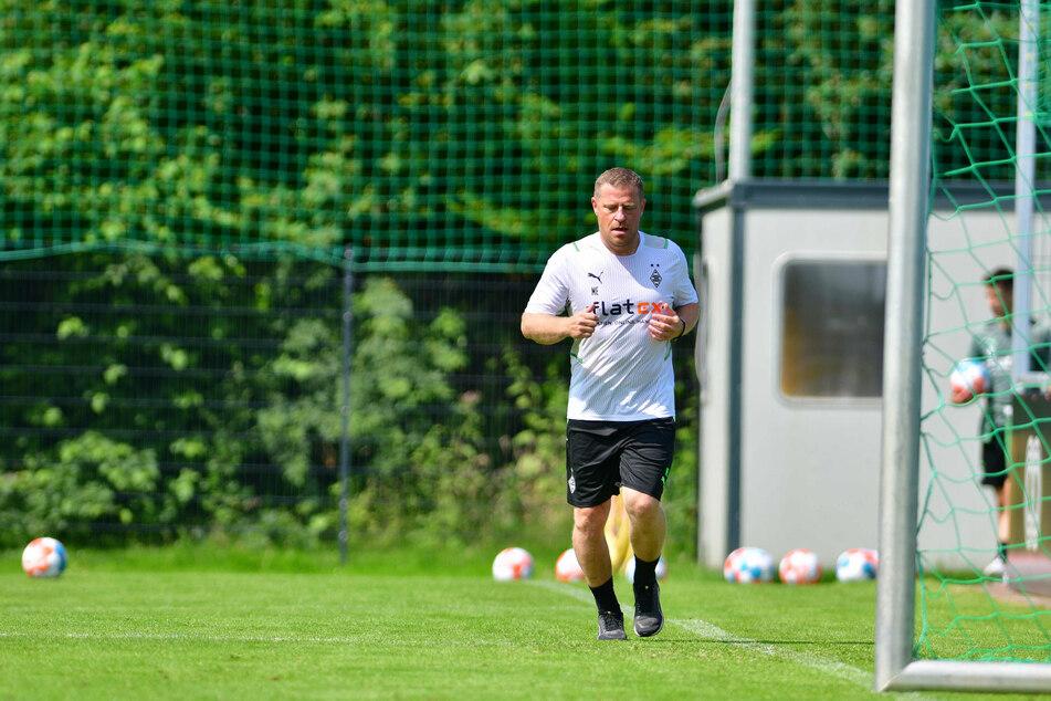 """Weil sich die Transferverhandlungen wie """"ein Schneckenrennen"""" anfühlen, hat Borussia-Sportboss Max Eberl (47) selbst Zeit, laufen zu gehen."""
