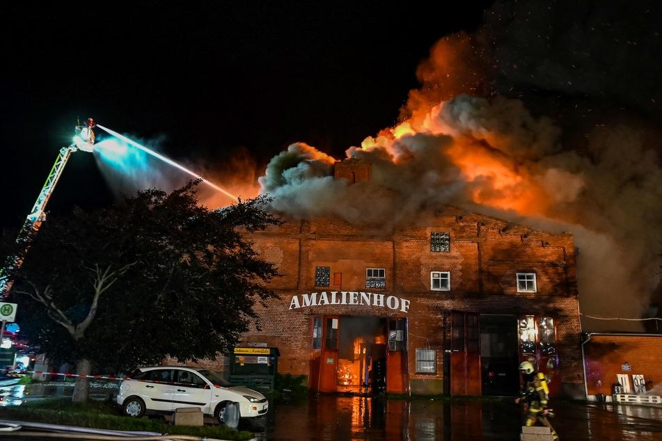 Der Amalienhof stand am Mittwochabend in Flammen.