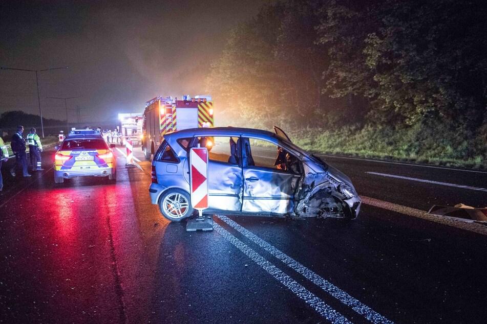 Der Unfallort auf der A1 soll noch bis zum Mittag gesperrt bleiben.