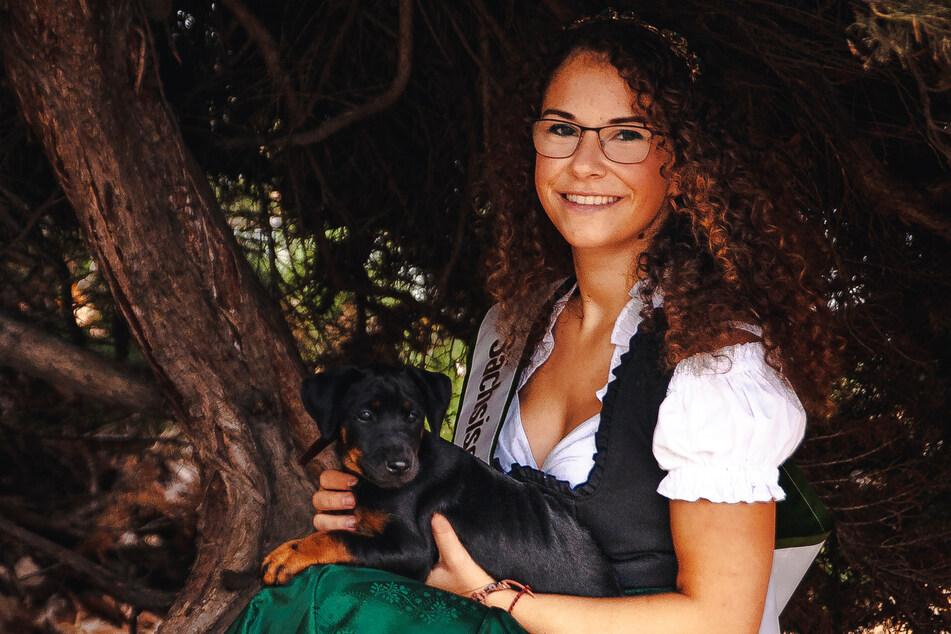 Eine Waldprinzessin zeigt Einsatz: Sarah-Louise Hetzel (26) will den Naturlehrpfad im Werdauer Wald umgestalten.
