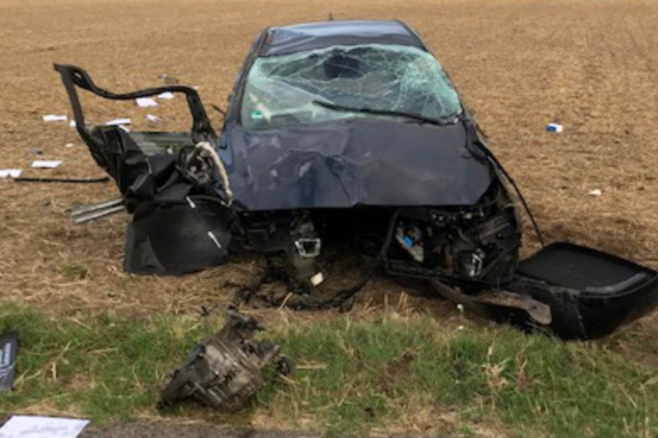 Der Crash war so heftig, dass der Motorblock aus dem Auto herausgerissen wurde.