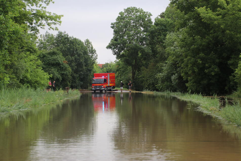 Das Gewerbegebiet in Halle-Neustadt steht unter Wasser.