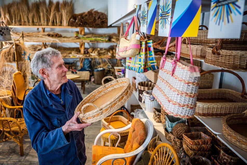 Neben Stühlen produziert Günter Jahn Körbe und Taschen.
