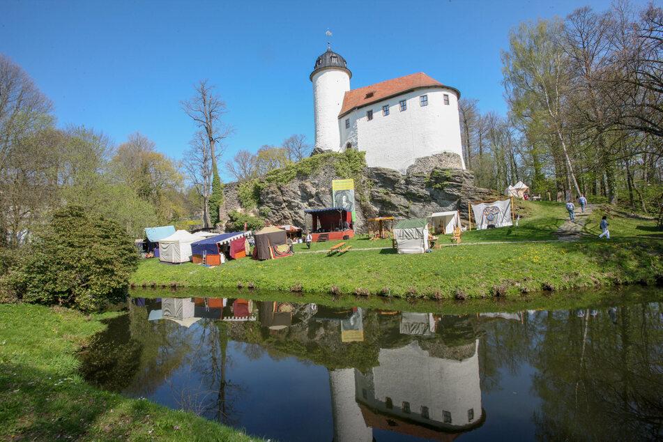 An der Burg Rabenstein findet ein Mittelalterfest statt.