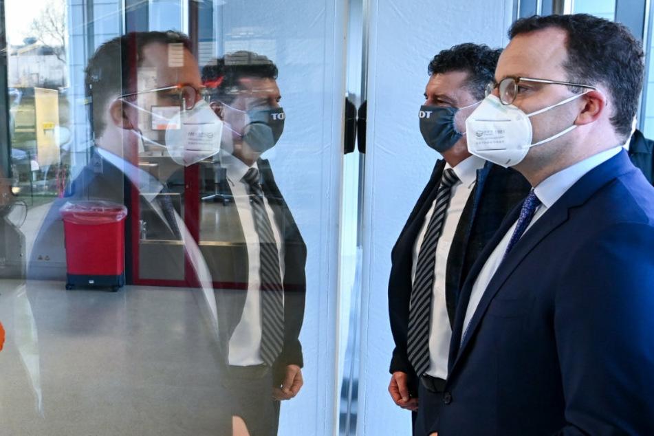 Jens Spahn (CDU), Bundesminister für Gesundheit, hält eine erste Impfung gegen das Coronavirus im Januar für möglich.