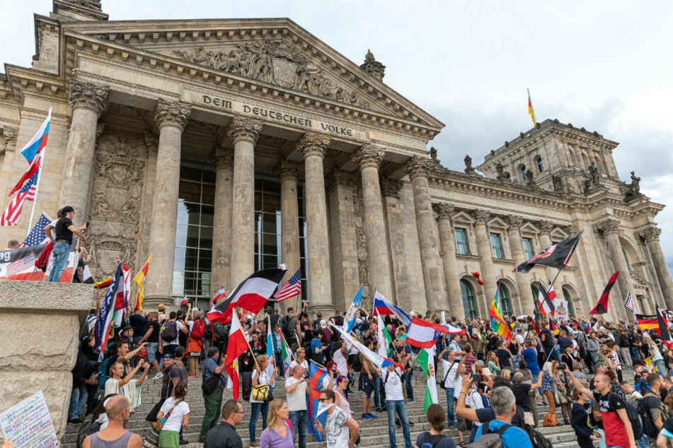 Querdenken-Initiator distanziert sich von Sturm auf den Reichstag und kritisiert Geisel