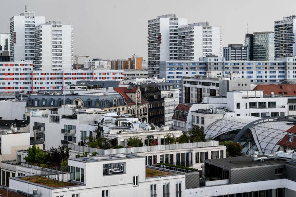 Wohnungen in dem Stadtbezirk Berlin-Mitte. Am Montag tritt die zweite Stufe des Mietendeckel-Gesetzes in Kraft. Dann müssen überhöhte Bestandsmieten gesenkt werden.