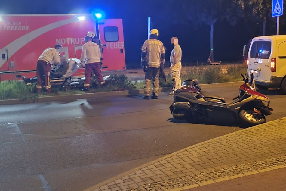 Unfall in Hellersdorf: Roller kracht in Kleintransporter