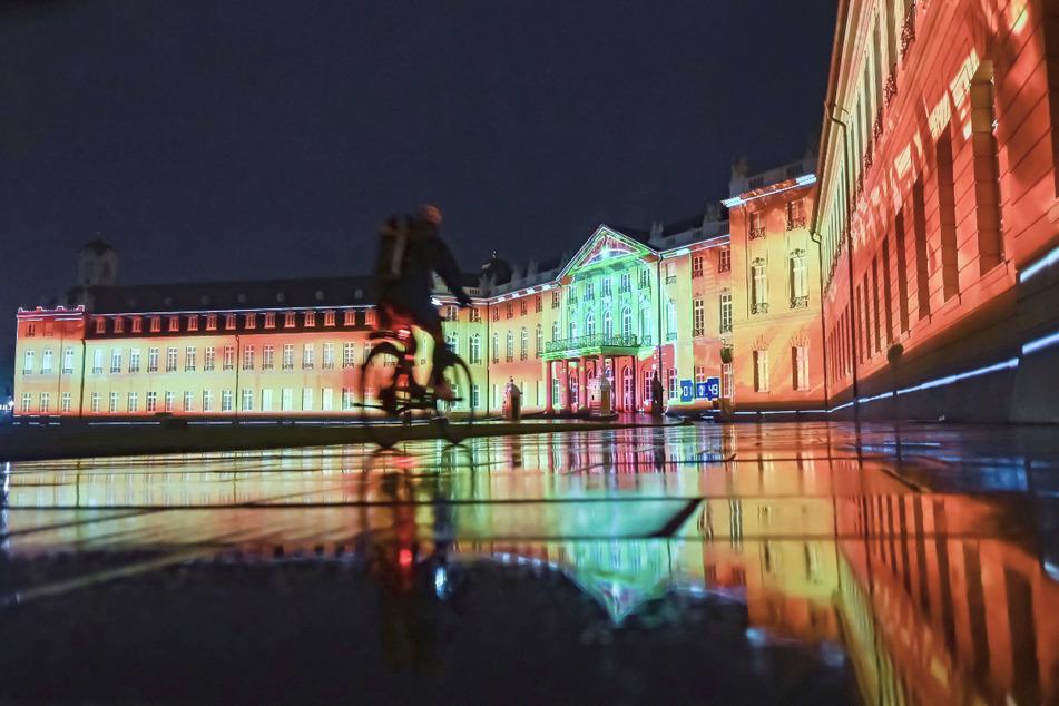 Am Schloss Karlsruhe findet eine Probe zu den Schlosslichtspielen Karlsruhe 2021 statt