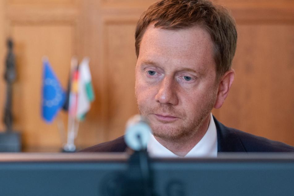 Michael Kretschmer (45, CDU) wird die Kabinettssitzung am Dienstag von zu Hause aus am Computer leiten.