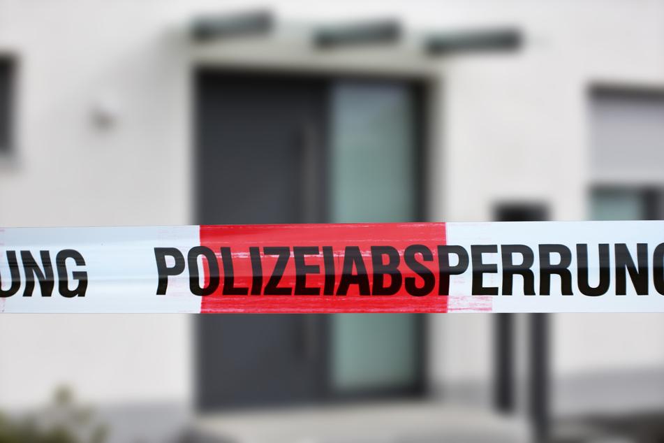 Schreck für Passanten: Mann (28) schießt mit Waffe aus seiner Wohnung