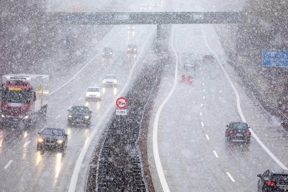 Schnee sorgt für Chaos im Berufs-Verkehr, besseres Wetter vorerst nicht in Sicht