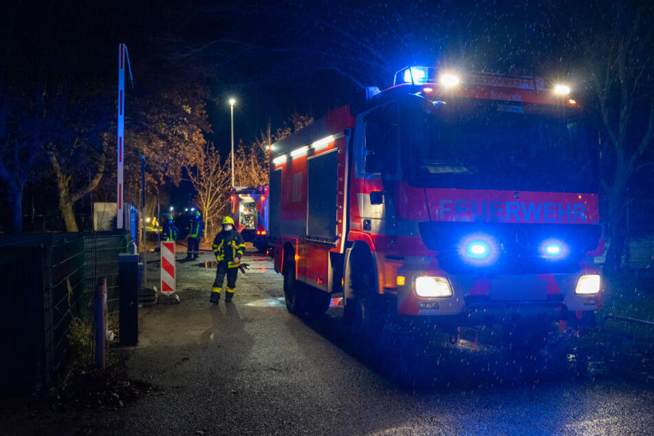 Autos und Gartenhütten in Flammen: Geht in Frankfurt-Sindlingen ein Brandstifter um?