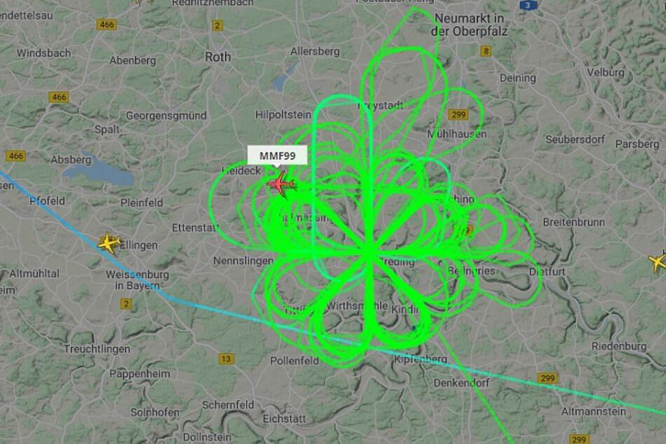 Das Militärflugzeug der Nato kreiste stundenlang über Bayern und flog dabei eine Blumenform.