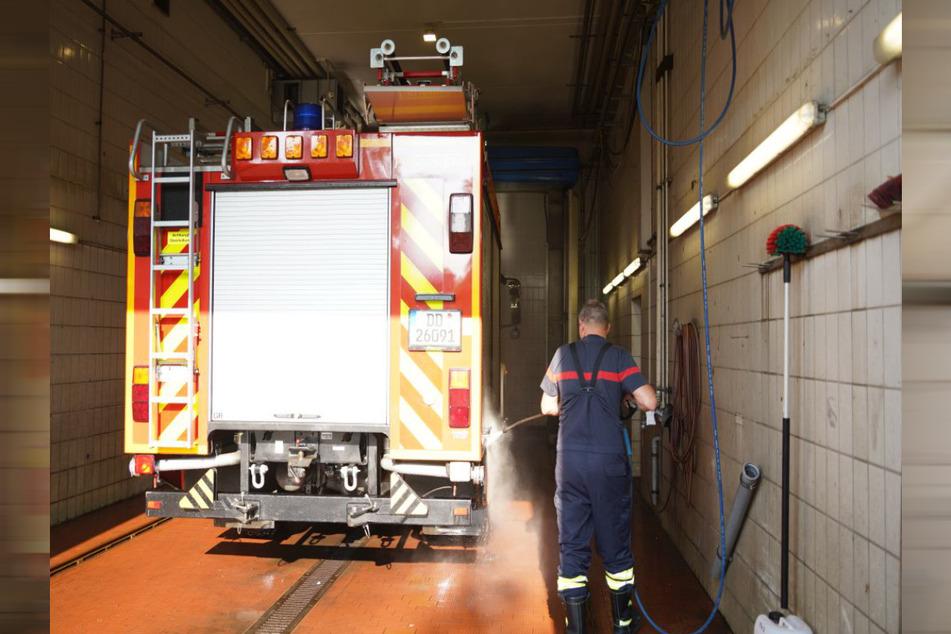 Aufwändig: Nach ihrem Einsatz in den überfluteten Gebieten in NRW werden alle Fahrzeuge gründlich gereinigt und dekontaminiert.