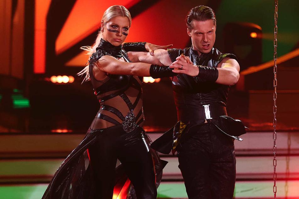 """Bei """"Let's Dance"""" hat Valentina Pahde (26) sich an der Seite ihres Tanzpartners Valentin Lusin (34) den zweiten Platz ertanzt. Durch die kräftezehrende Tanzshow hat der GZSZ-Star mehrere Kilogramm abgenommen."""