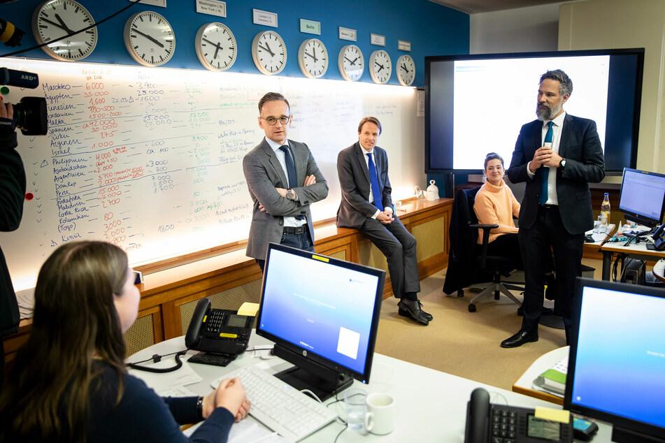 Heiko Maas (SPD), Außenminister, besucht das Krisenreaktionszentrum im Auswärtigen Amt.