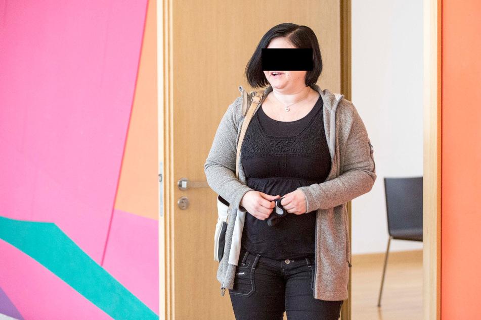 Anika S. (37) wurde am Dienstag wegen mehrerer Betrügereien zu zwei Jahren auf Bewährung verurteilt.