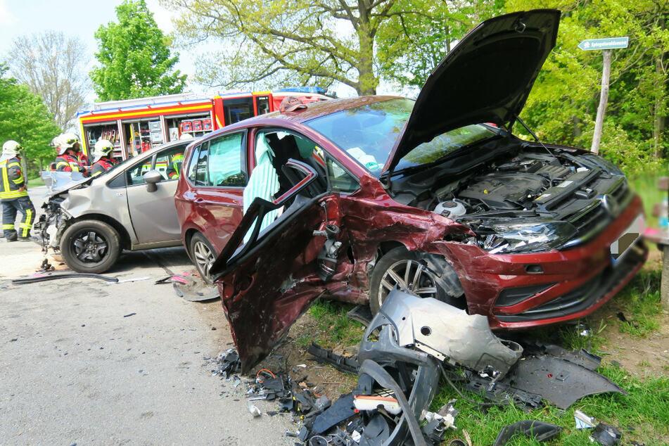 Schwerer Kreuzungs-Crash im Erzgebirge: Mehrere Verletzte