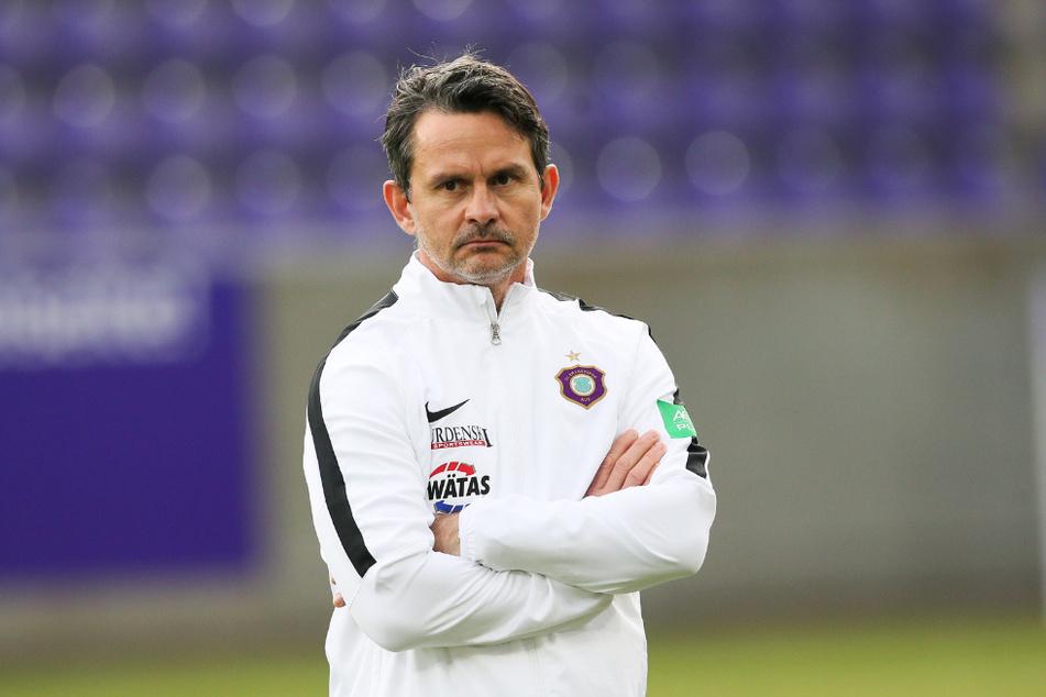 Erkennt den Sieg für Regensburg im Heimspiel am Sonntag an: Aue-Coach Dirk Schuster.