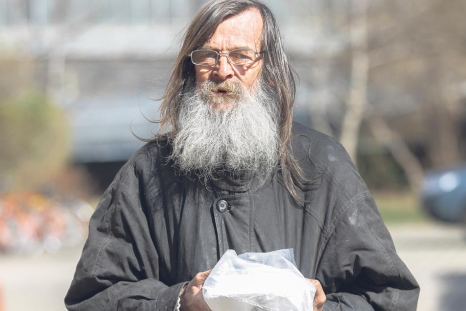 Matthias Michael (59) holt sich jeden Tag um 12.30 Uhr sein Mittag im Tagestreff ab.