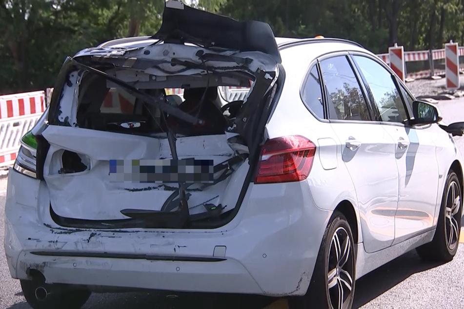 Der BMW des Geschädigten hat offenbar einen Totalschaden erlitten.