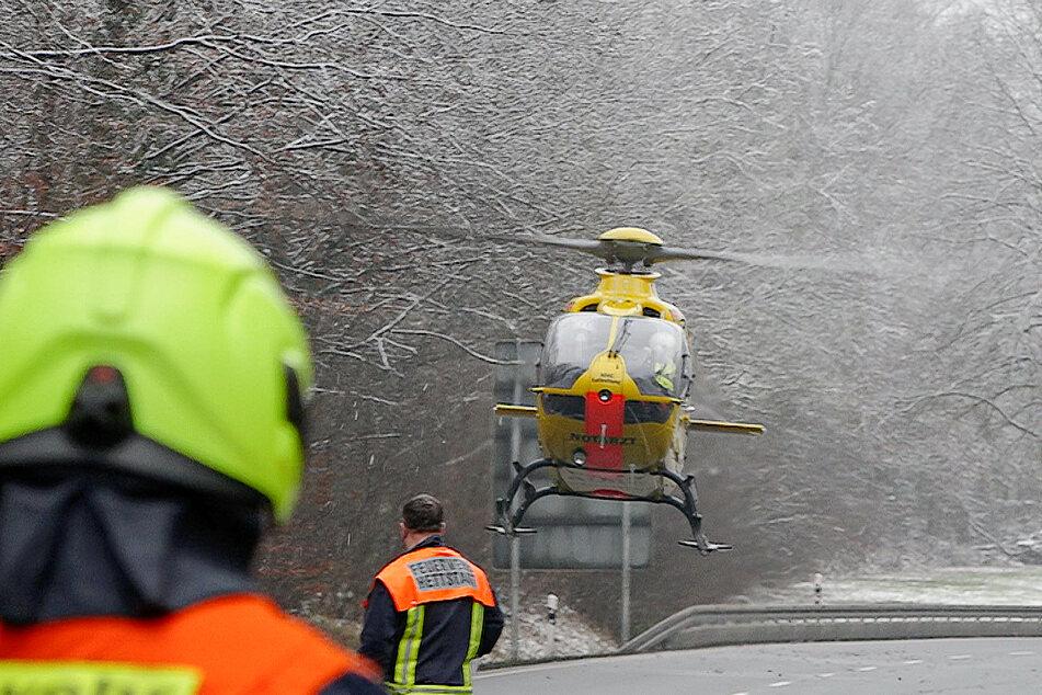 Auch ein Rettungshubschrauber musste am Unfallort anrücken.