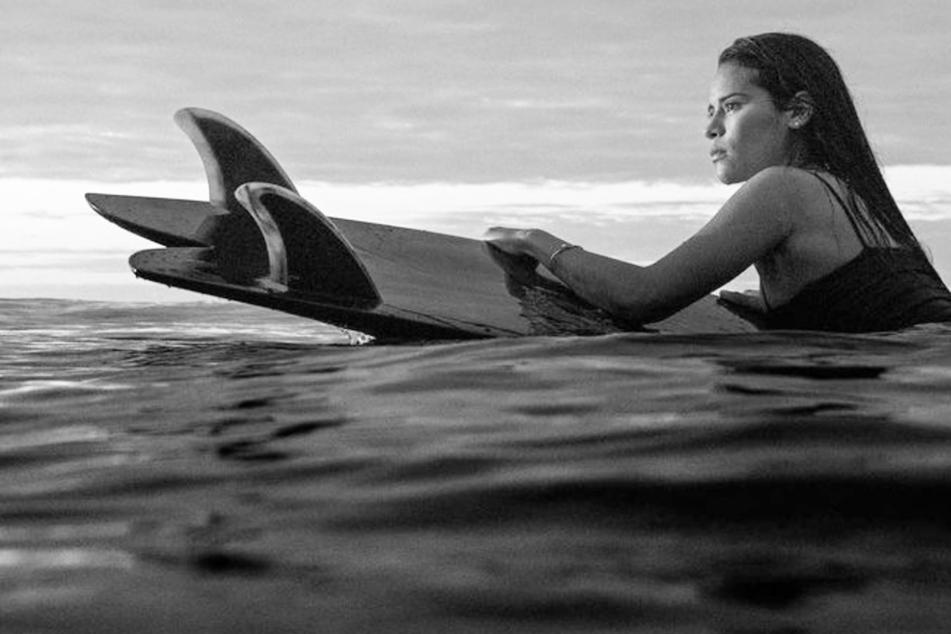 Blitz trifft Profi-Surferin beim Training: 22-Jährige stirbt!