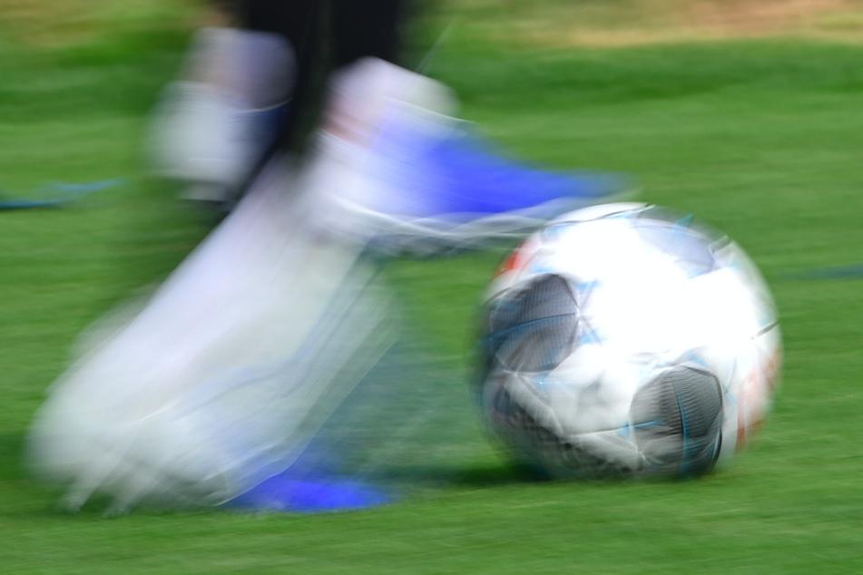 Möglicher Bundesliga-Start: Sportarzt warnt vor Verletzungsrisiko