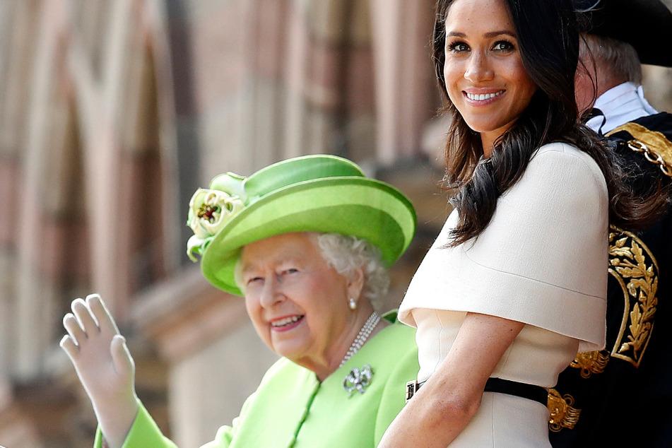 Wurde Königin Elizabeth II. von Herzogin Meghan respektlos behandelt? Die Obamas scheinen das so zu sehen.