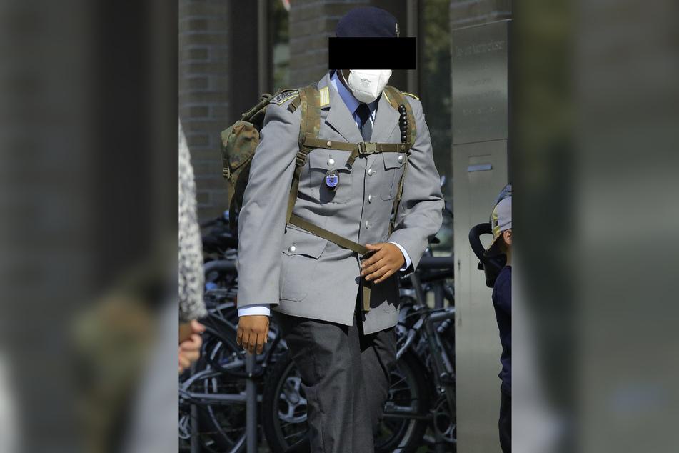 Der Gefreite Justus K. (29) trat beim Richter an, weil er einen Oberleutnant der Luftwaffe um den Schlaf gebracht hatte.
