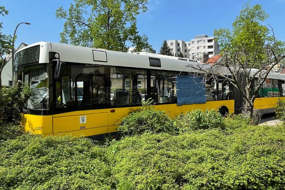 Der Busfahrer hatte während der Fahrt das Bewusstsein verloren.