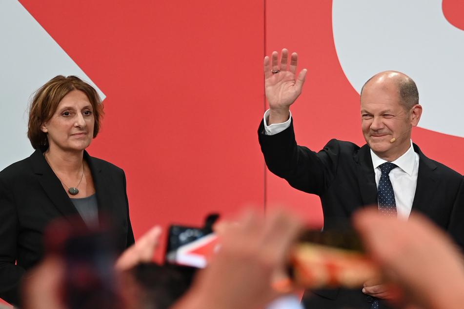 Die Brandenburger Bildungsministerin Britta Ernst (60, SPD) hier mit ihrem Gatten, dem Kanzlerkandidaten Olaf Scholz (63, SPD).
