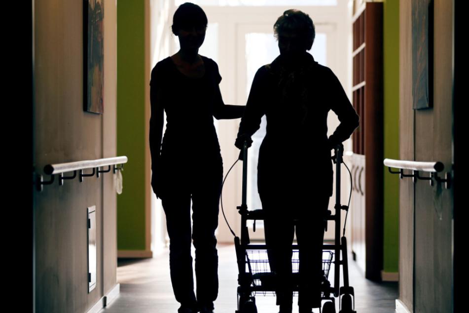 """Der sogenannte """"graue Pflegemarkt"""" steht vor großen Problemen. (Symbolbild)"""