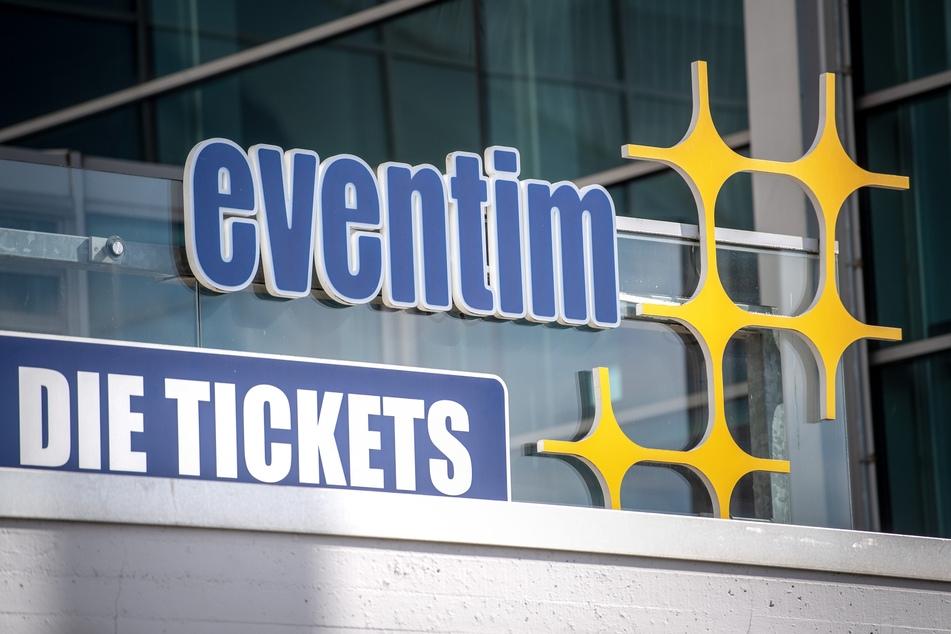 Ein Schild weißt auf den Ticketverkauf von CTS Eventim hin.