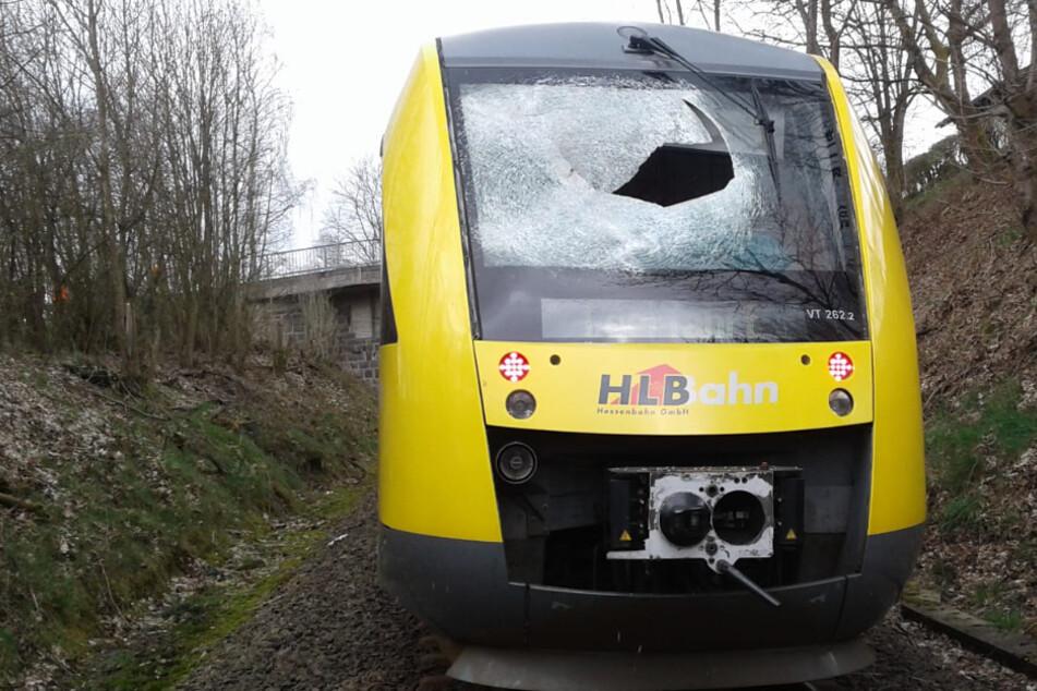 Gullydeckel zerschlagen Zugscheibe: Mordanschlag oder pure Inszenierung?
