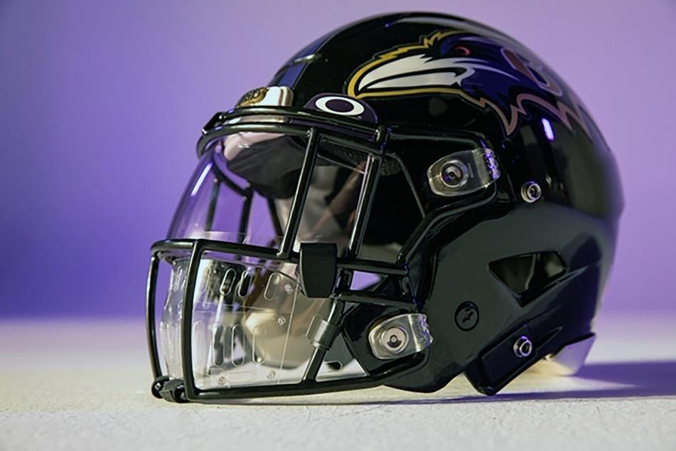 So sieht der Helm mit Maske aus, der Football-Spieler in der NFL vor Corona schützen soll.