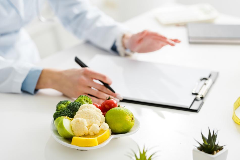 Laut den Experten kann es beim Fasten auch zu Begleiterscheinungen wie Kopfschmerzen kommen. (Symbolbild)