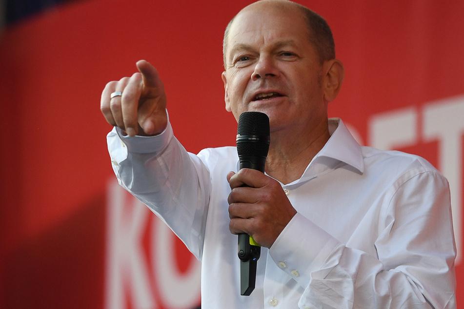 Kanzlerkandidat Olaf Scholz (63, SPD) hat gut Lachen.