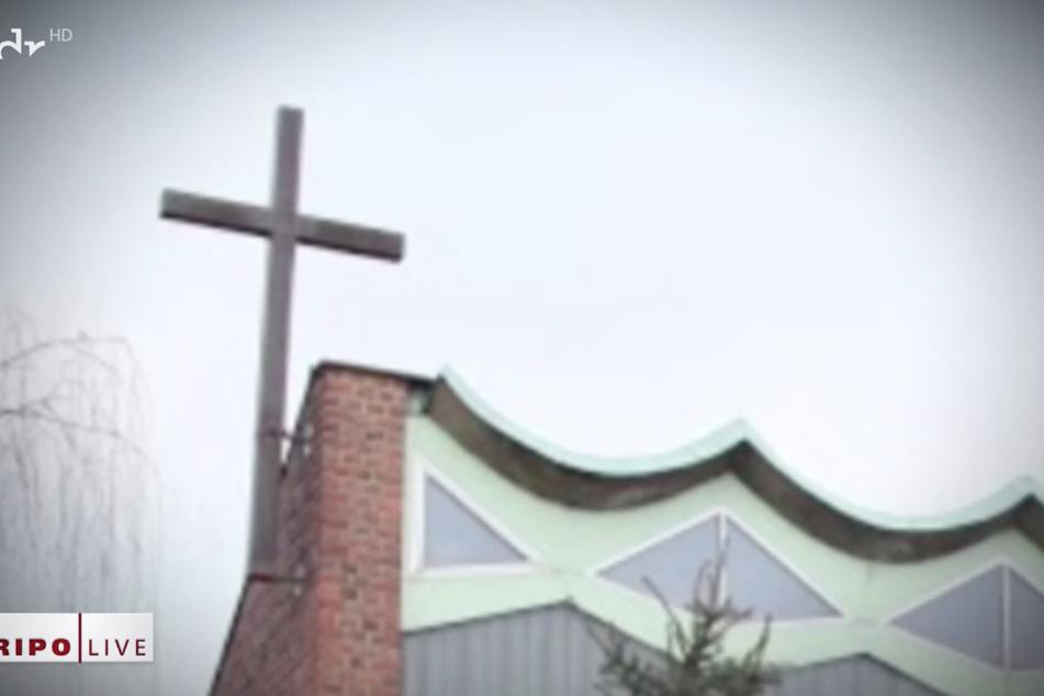 Das Kreuz der Gemeinde St. Gabriel ist mit Kupfer beschlagen.