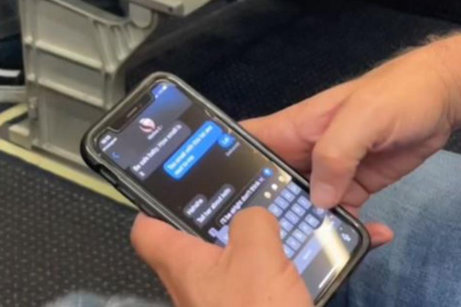Was der Passagier neben ihr ins Handy tippte, passte Landen Ewing (22) gar nicht.