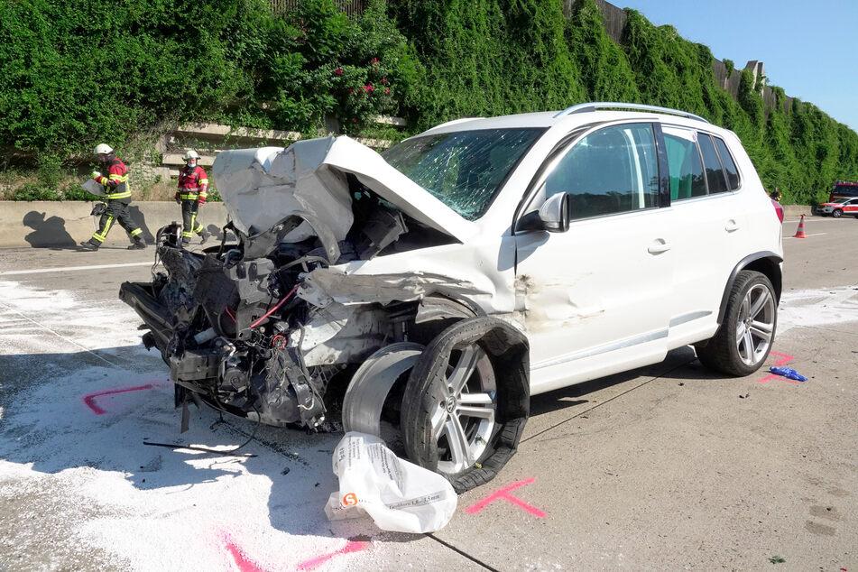 Alle Insassen im VW wurden schwer verletzt.