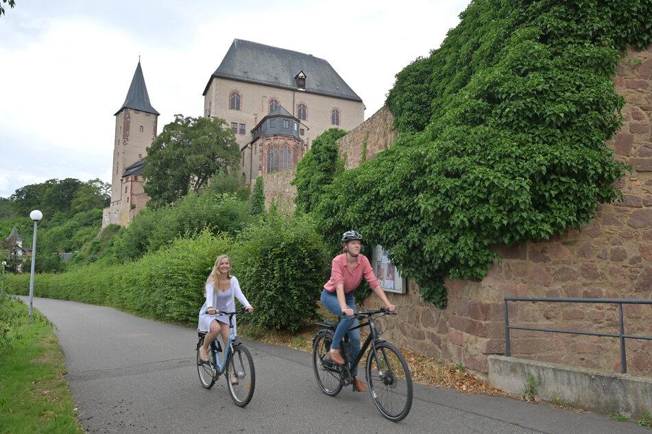 Der Mulderadweg führt direkt am Schloss Rochlitz vorbei. Ein Abstecher lohnt sich.