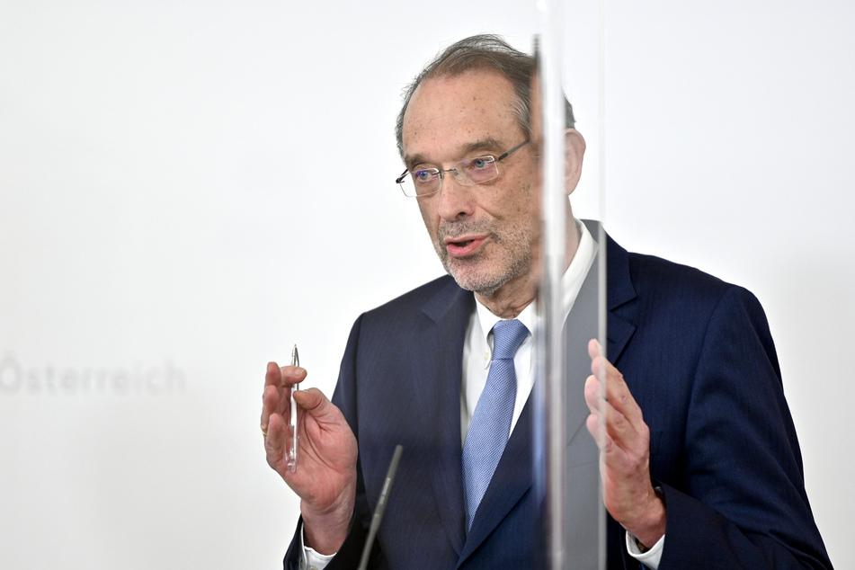 Heinz Faßmann (ÖVP), Bildungsminister von Österreich, spricht auf einer Pressekonferenz im Bundeskanzleramt zu weiteren Details zu den Corona-Maßnahmen der Regierung.