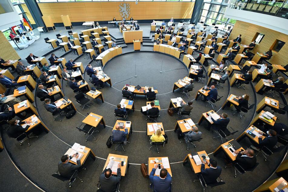 Damit der Thüringer Landtag für Neuwahlen aufgelöst werden kann, müssen 60 Abgeordnete zustimmen.