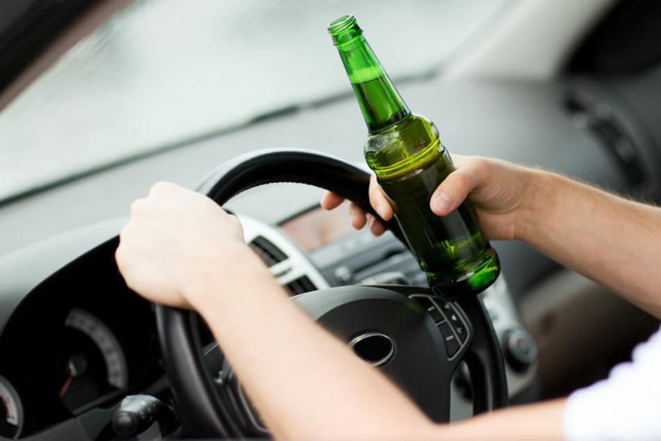 Biker will betrunkenen Autofahrer stoppen und wird schwer verletzt