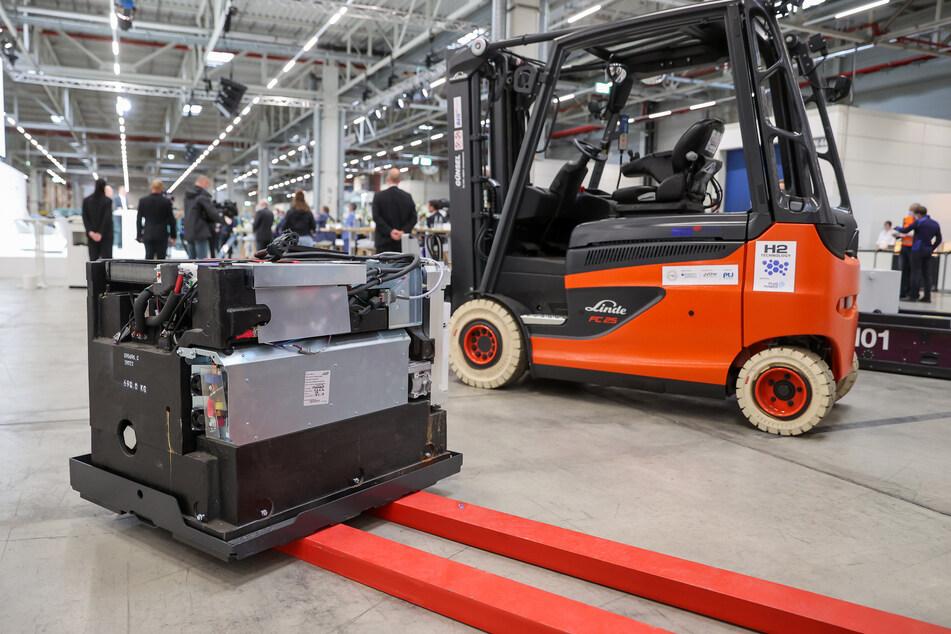 Eine Brennstoffzelle für den Antrieb von Gabelstaplern steht im Leipziger BMW-Werk.